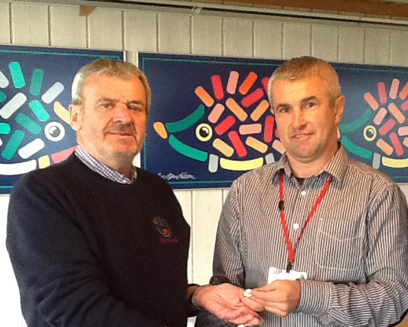 Rob-Burrell,-Scotland---receiving-World-Ploughing-Badge-as-a-new-Board-Member-2015